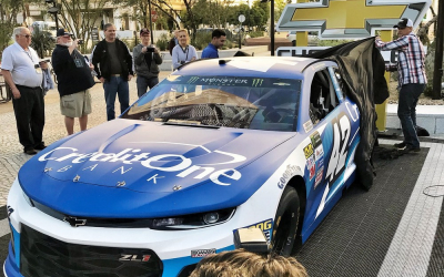 Kyle Larson continues to bank on Credit One