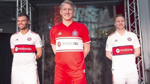 half off 07b28 3b477 Chicago Fire dial in Motorola as new shirt sponsor ...