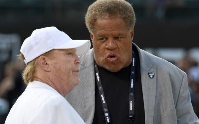 Oakland Raiders could leave early in wake of city lawsuit