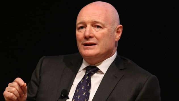 Ex-Man Utd & Chelsea chief Peter Kenyon heads takeover consortium